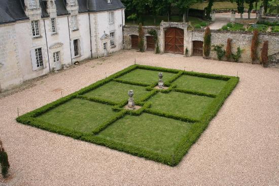 Jardins et château de La Chatonnière : Tour May 2012 loirevalleygardens.com Chateau La Chatonniere