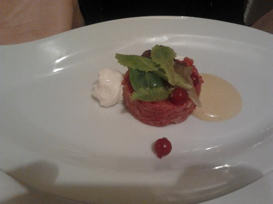 Locanda Appennino: Tartare di carne con caprino ribes e senape
