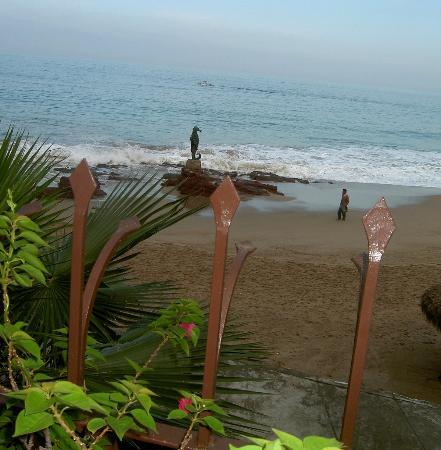 Vallarta Shores: from pool area to beach