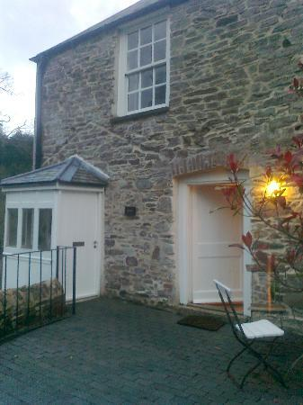 Restormel Manor & Cottages: The rear entrance with useful porch for dirty boots and walking sticks. Front of property is gra