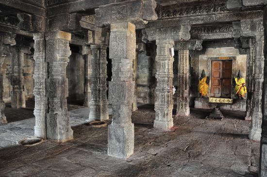 Kumbakonam, India: interior del templo