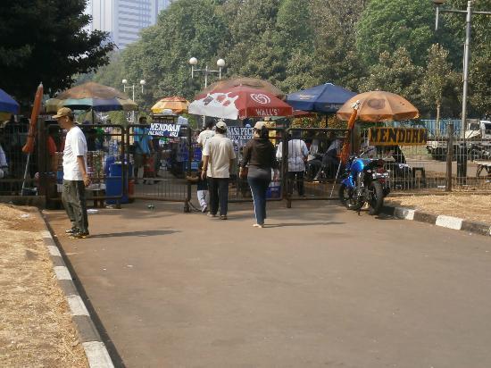 Gelora Bung Karno Stadium: Food stalls