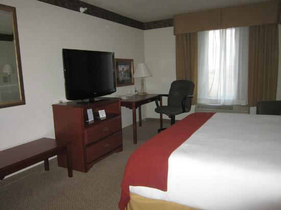Holiday Inn Express North Platte: TV/desk area