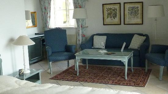 Hotel Fakkelgaarden: Room 112 sofa group