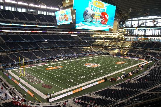 Largest indoor jumbotron in the world picture of at t for Dining options at at t stadium