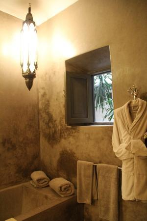 Riad Dar One: bathroom Oasis