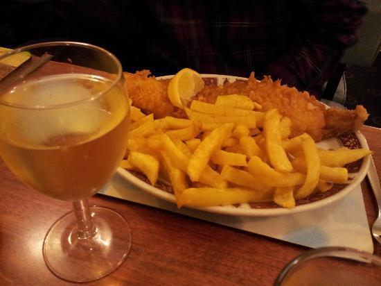 Holiday Inn Fish Restaurant: Fish and Chips!