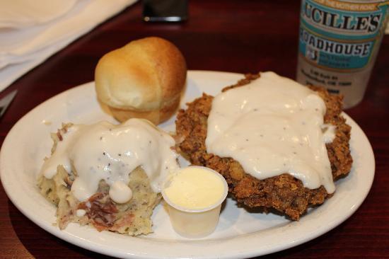 Lucille's Roadhouse: Chicken Fried Steak Dinner