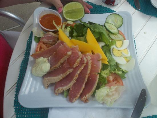 Bath & Turtle Restaurant: Freshest Ahi Tuna Salad ever!