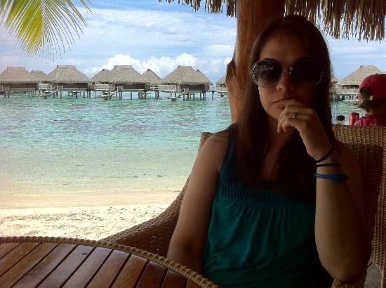 Sofitel Bora Bora Marara Beach Resort: Having lunch at the Beach Bar
