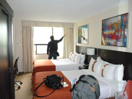zimmer picture of holiday inn toronto downtown centre. Black Bedroom Furniture Sets. Home Design Ideas