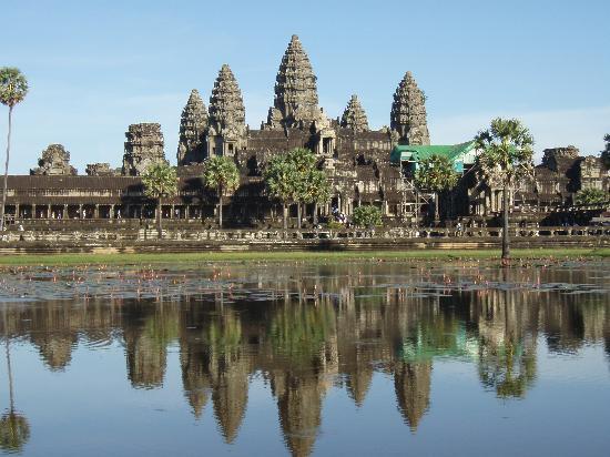 Angkor Wat: 水辺に映るアンコールワット