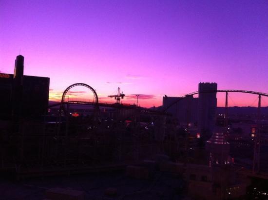 New York - New York Hotel & Casino: morning sunrise
