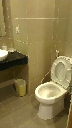 Aston Tanjung Pinang Hotel and Conference Center: The Bathroom