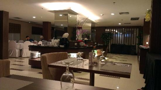 Aston Tanjung Pinang Hotel and Conference Center: The Buffet Area