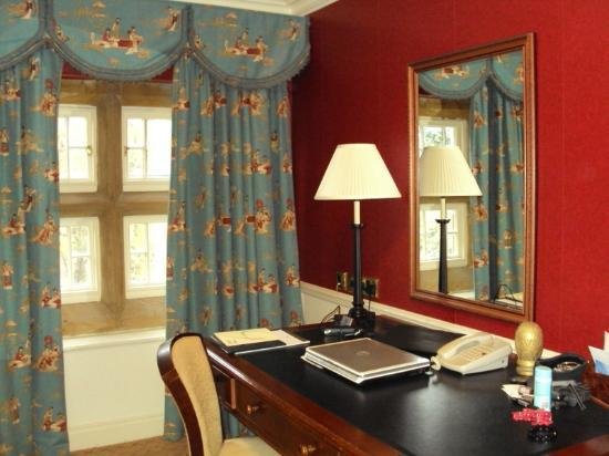 Gisborough Hall Hotel: Writing Desk