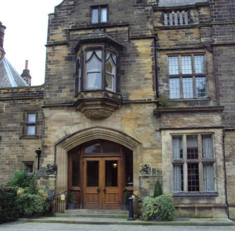 Gisborough Hall Hotel: Front Entrance