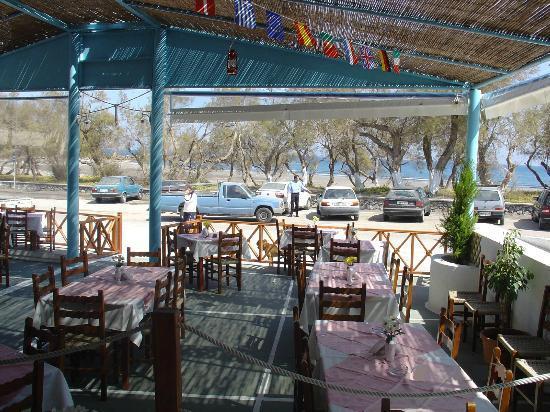 Captain loizos fish restaurant monolithos omd men om for Local fish restaurants