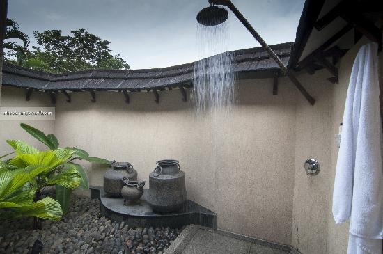 The Zuri Kumarakom: The open air rain shower