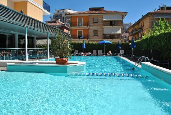 Hotel Imperial: piscina dell'hotel