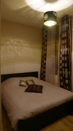 Aux Cles de Lune: chambre