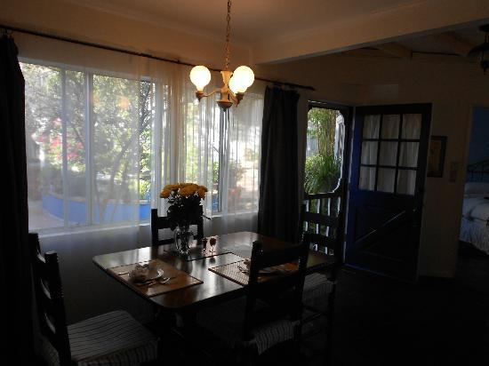 Garden Cottage B & B : kitchen/ lounge area