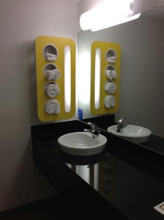 Motel 6 Gold Beach: bathroom