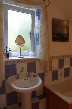 The Barn B&B: Our clean, cosy and comfortable bathroom.