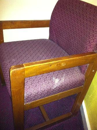 Rodeway Inn at Six Flags: Anonymous upholstery stains