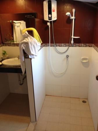 Seabreeze Hotel Kohchang: shower