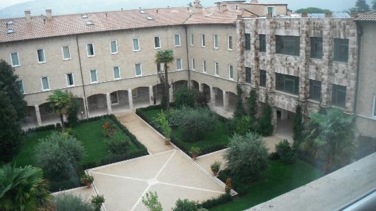 Hotel Cenacolo: Ora Hotels Cenacolo, giardino interno