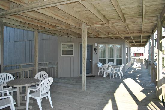 Outer Banks Beach Club: Entrance two bedroom unit