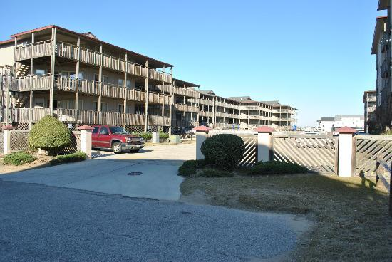 Outer Banks Beach Club: Parking