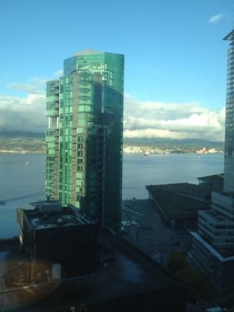 Vancouver Marriott Pinnacle Downtown Hotel: morning view from room