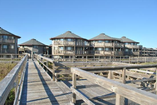 Outer Banks Beach Club: Beach access view of condos