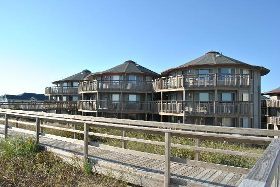 Outer Banks Beach Club: Condos from beach access