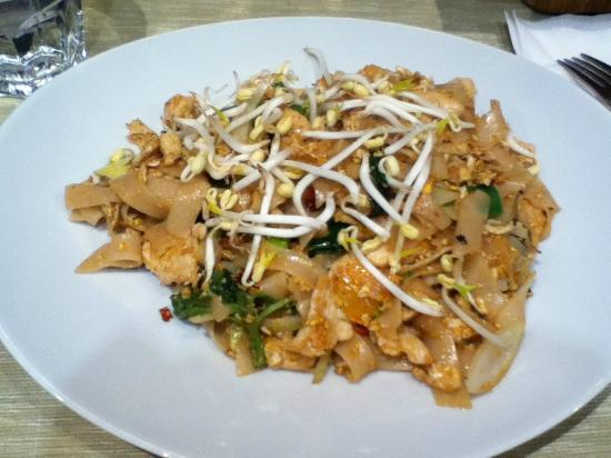 Orchid : Spicy Drunken Noodles w/chicken (12 EUR). Not that spicy (I have a high tolerance level)