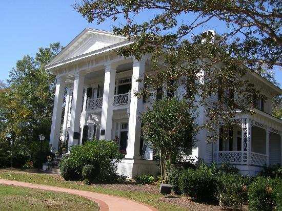 Abbeville, SC: Burt-Stark Mansion