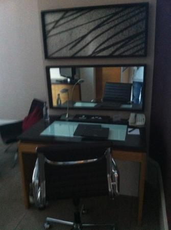 Hilton Edinburgh Grosvenor: work desk