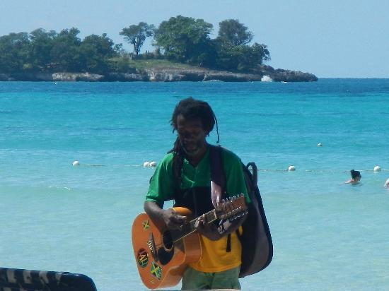 Sunset at the Palms: musician on the shores
