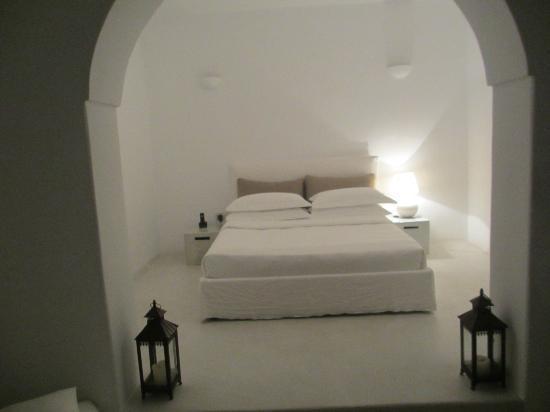 Aenaon Villas: Villas Kallisti chambre( il ya aussi un salon,une cuisine et une salle de bain)