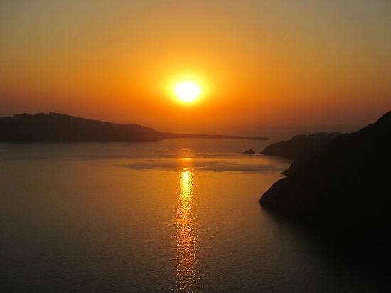 Aenaon Villas: Coucher du soleil de la piscine et de certaines villas (sauf Kallisti)