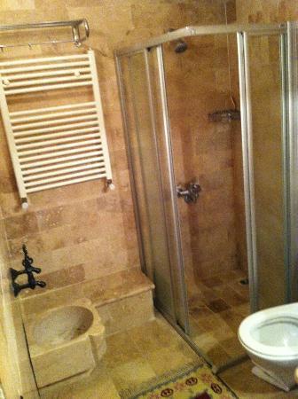Sultan Cave Suites: washroom facility