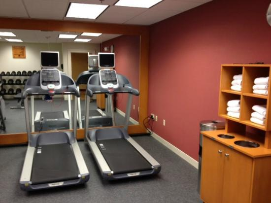 Homewood Suites by Hilton Hartford Downtown: Excellent fintness room - lots to use and do