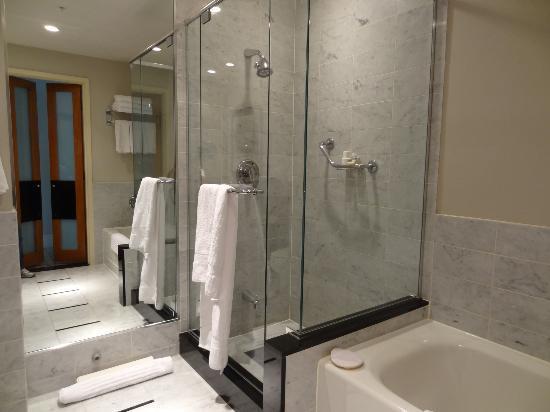 Sofitel Montreal Golden Mile: Il bagno