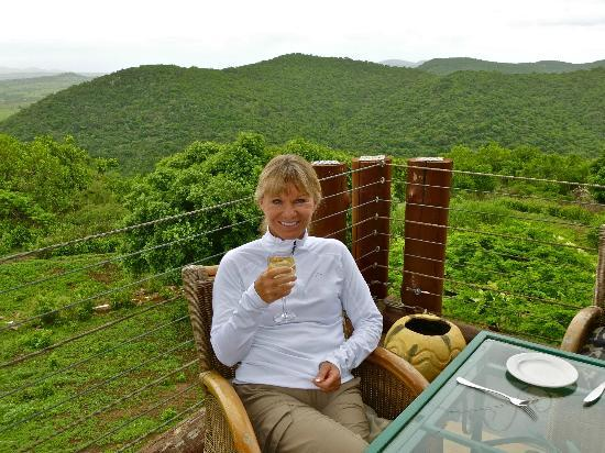 Zulu Nyala Game Lodge: Lunch on the patio - with a fantastic view!