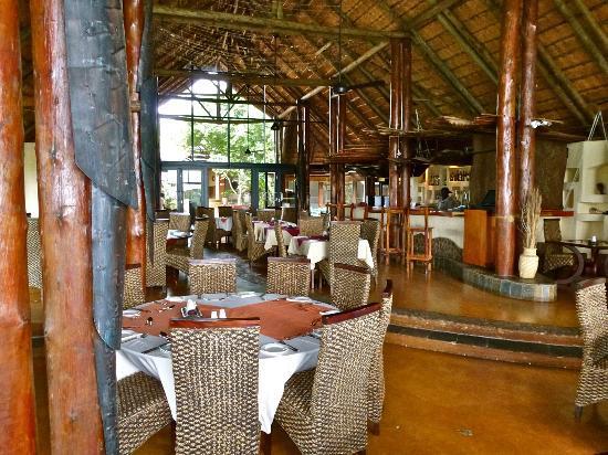 Zulu Nyala Game Lodge: A lovely restaurant/bar