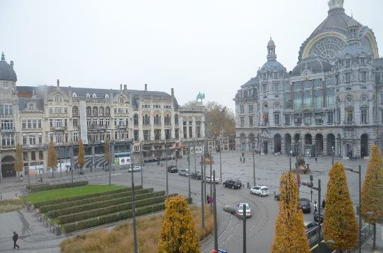Billard Palace: Day Time View of the train station, zoo entrance, and square.