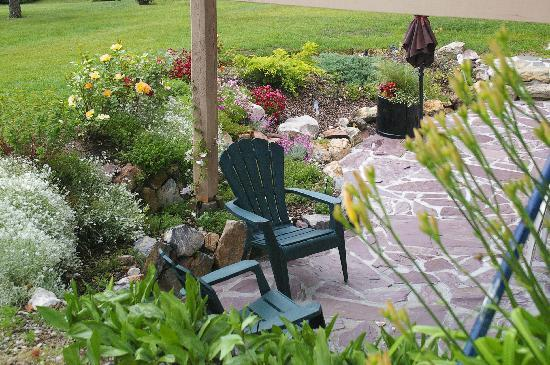 Windermere Lakeside Bed and Breakfast: All rooms have a garden patio