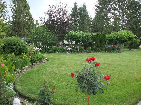 Windermere Lakeside Bed and Breakfast: Our gardens